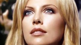 make up blonde aux yeux bleus