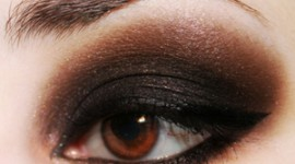 maquillage pour yeux noir petit