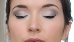 maquillage yeux en gris