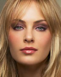 maquillage blonde yeux vert gris