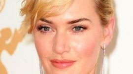 maquillage des yeux pour une robe rouge