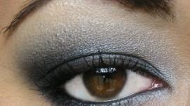 maquillage yeux gris noir
