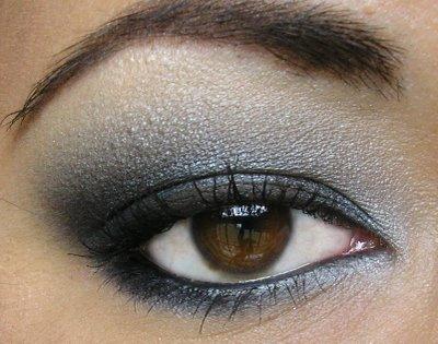 Maquillage yeux bleu gris  Maquillage yeux bleus sur Maquillage Soiree