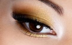 maquillage yeux noir et doré