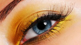maquillage pour yeux jaunes