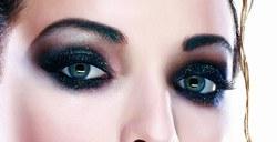 make up yeux charbonneux
