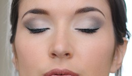 maquillage pour yeux de biche