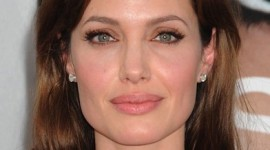 maquillage yeux angelina jolie