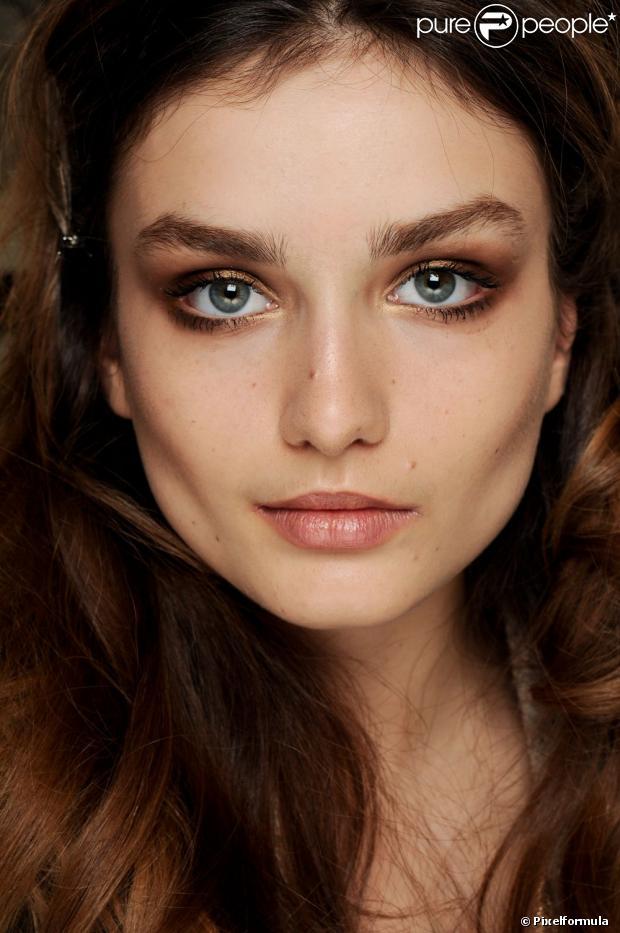 maquillage yeux bleus verts brune