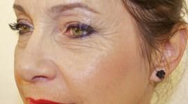 maquillage des yeux pour une femme de 50 ans