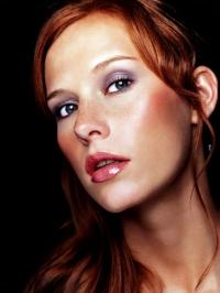 photo maquillage yeux bleus rousse