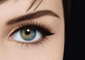 maquillage yeux eye liner noir